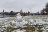 Schneemann an der Elbe